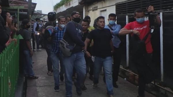 Polisi Telah Dilempari Batu Oleh Warga Setempat Akibat Bubarkan Judi di Pasar Jibama